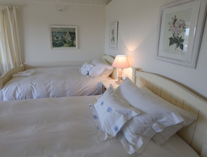 9.Twin beds